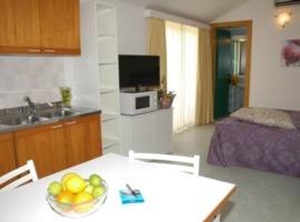 Einraumwohnung mit Küchenzeile