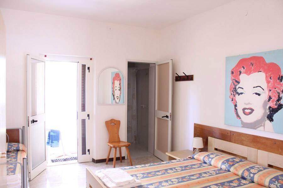 2 75 g. Black Bedroom Furniture Sets. Home Design Ideas