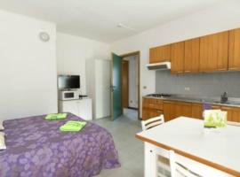 Aufenthaltsraum mit Doppelbett